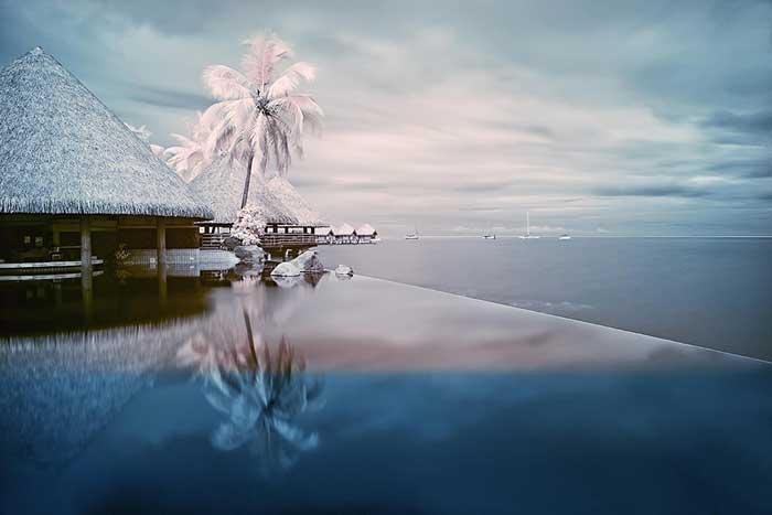 Infinity pool Tahiti, George Janousek