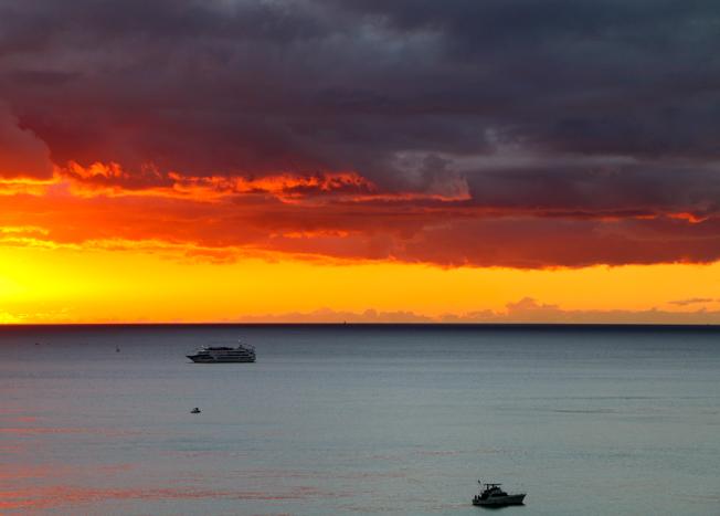 Hawaiian Sunset by Michelle Fedosoff, photography